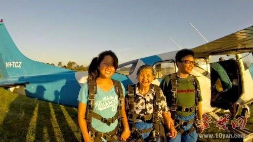 4 GAMBAR: Nenek 81 Tahun Terjun Udara di Australia